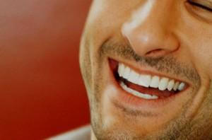 Estetica dental Hombre sonriendo