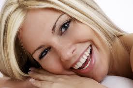 Mujer Sonriendo Carillas de Porcelana