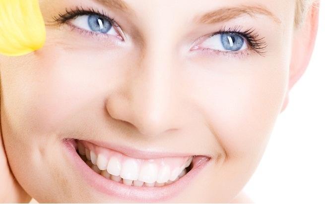 Mujer Sonriendo implantes dentales