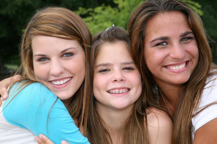Niñas sonriendo Ortodoncia