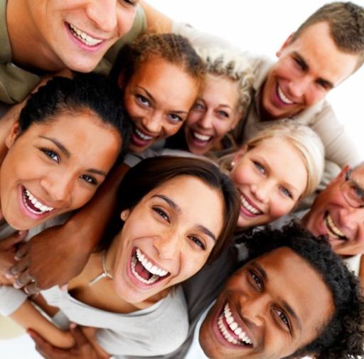 personas sonriendo